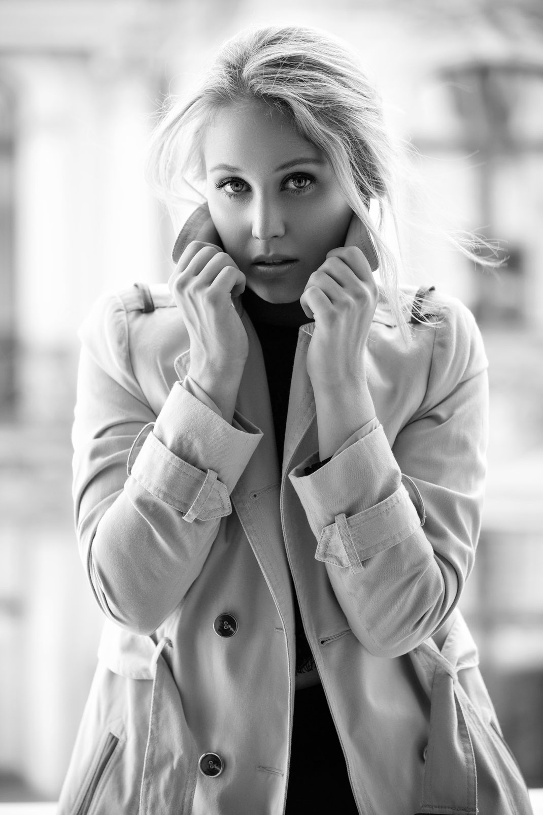 At the Balcony - Antonia - Markus Hertzsch - B&W - Girl - Model - Bildlook - Face - Pose - Art - Hair - Eyes -  Balcony - Blonde - Coat