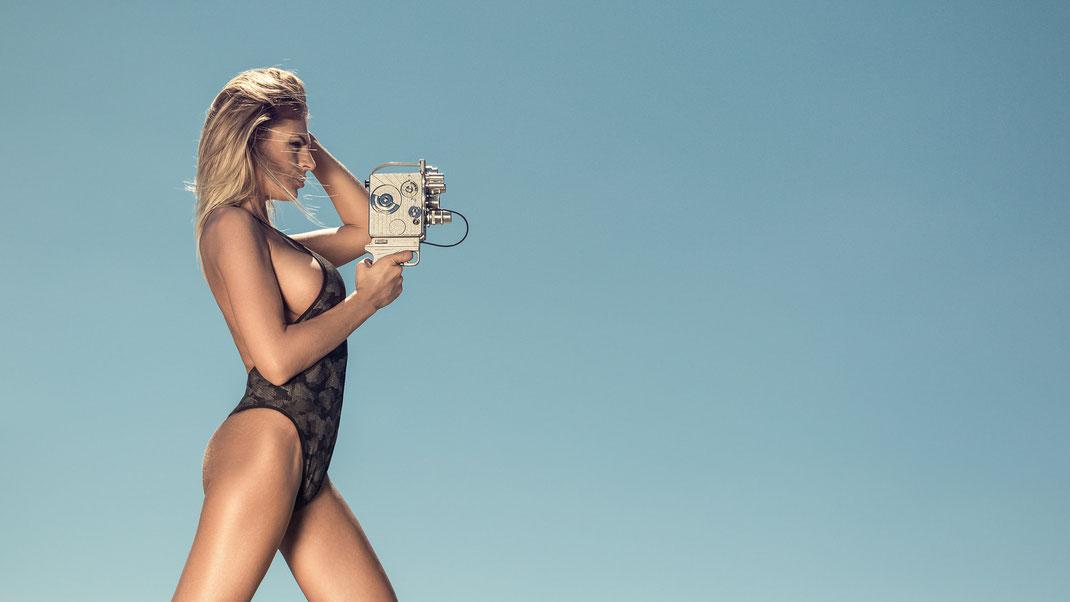 Two Beauties - Daniela &  Nizo Heliomatic 8 Trifo 8mm - Markus Hertzsch - Camera - Girl - Sky