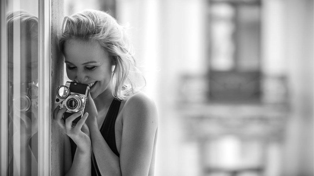 Two Beauties - Antonia & Voigtländer Vito B Proxirect - Markus Hertzsch - Camera - Girl - Smile