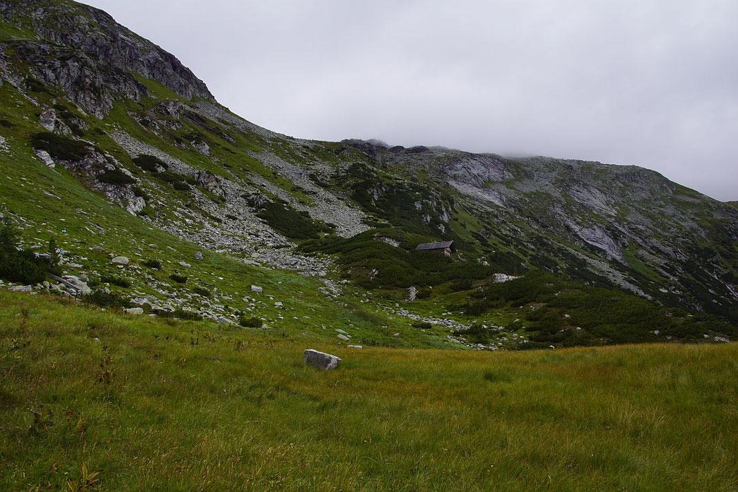 Aufstieg vom SPeicher vorbei an der Jägersteighütte (rechts der Bildmitte)