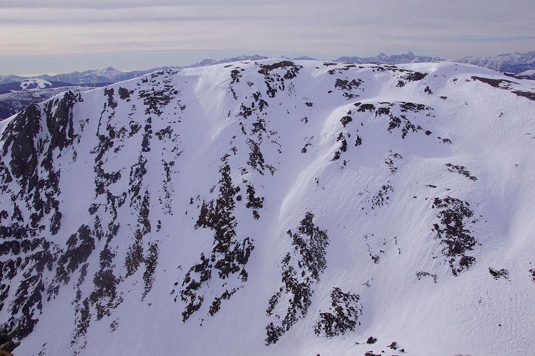 Blick vom Falkert zu den beiden Steilrinnen
