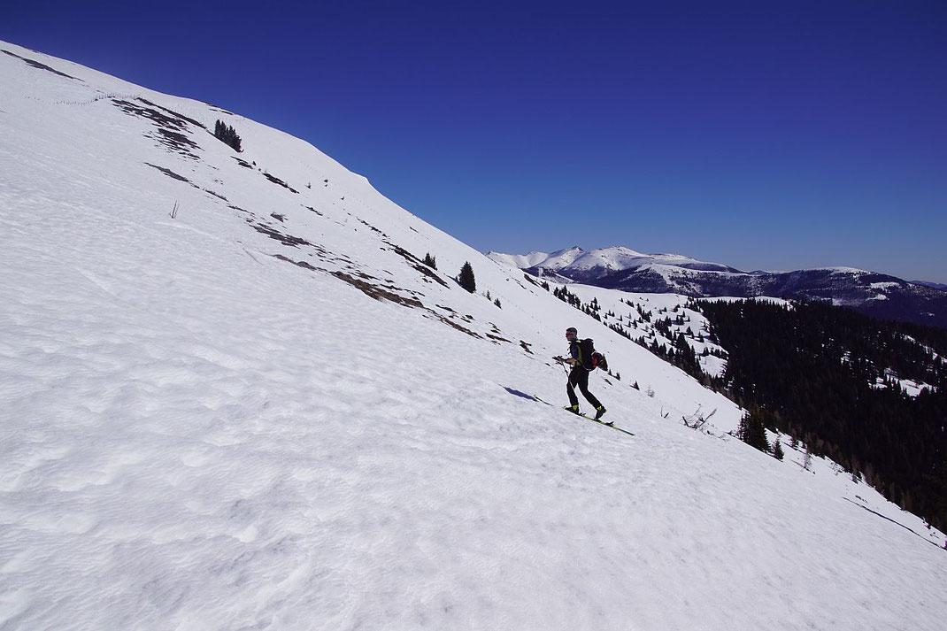 Rückanstieg zum Lammersdorfer Berg, die Abfahrt erfolgt in der schönen Flanke im Hintergrund