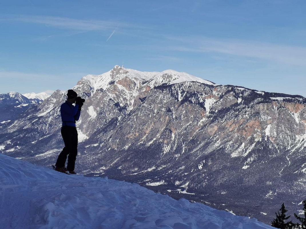 Schöne Aussicht vor der Hütte in knapp 1400m (Foto: Christoph Greilberger von Chrisport)