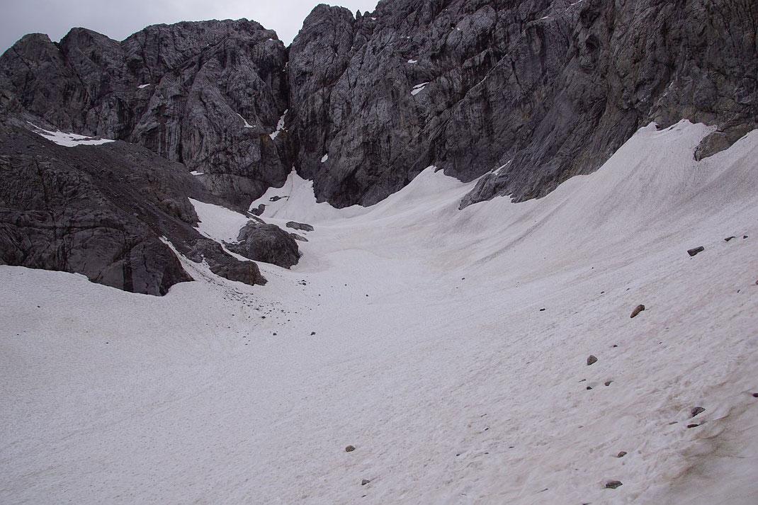 Blick durch den Trog der Gletscherzunge nach Süden zur Kellerwand