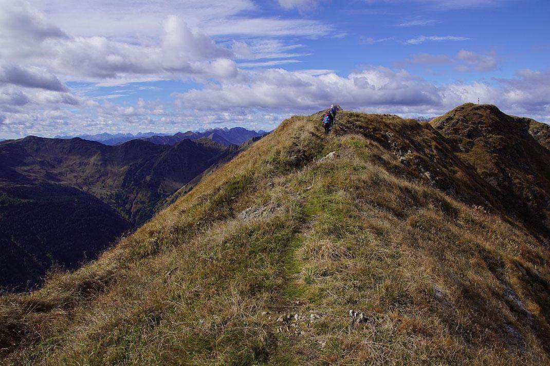 Die letzten Meter am schönen Ostkamm zum Gipfel