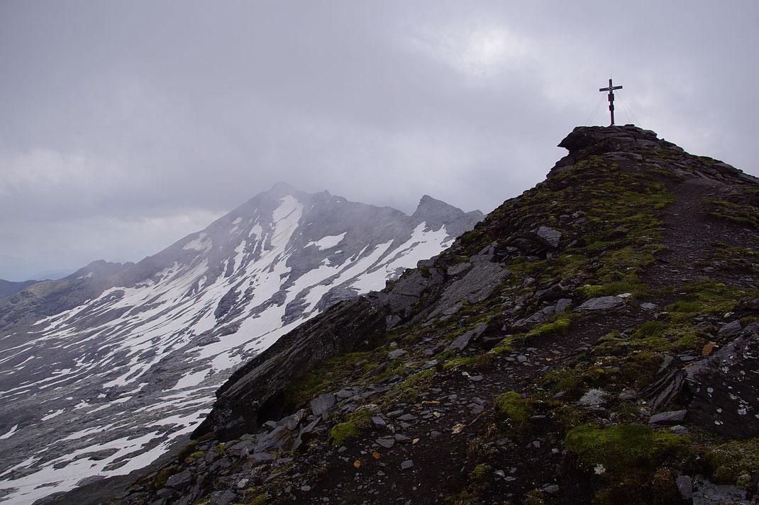 Gipfel mit Noespitze und Krummlkeeskopf (links)