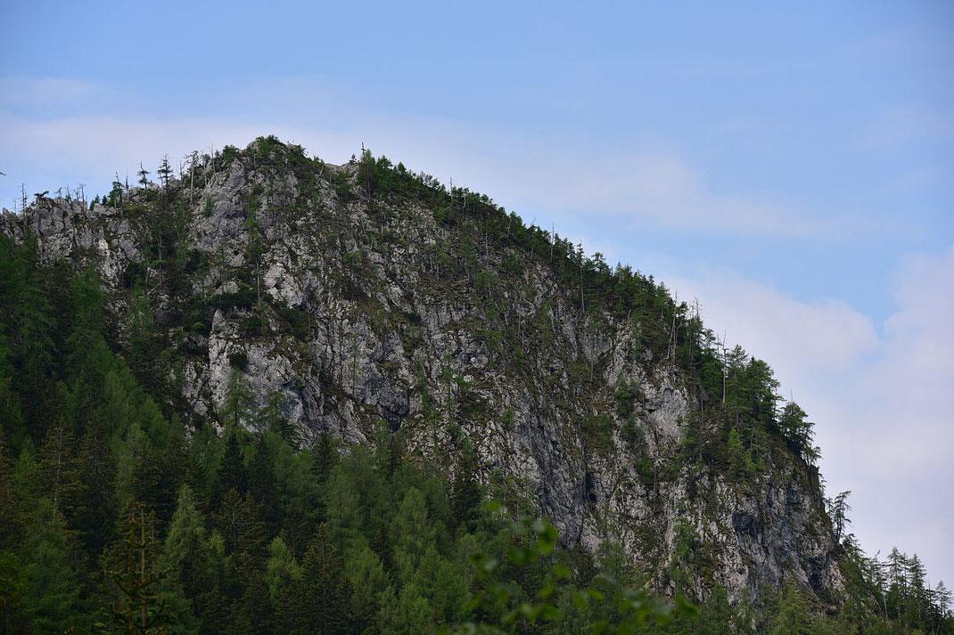 Der Breite Kopf, der Aufstieg erfolgt links der Felswand