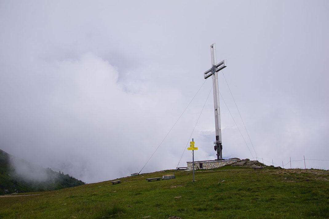 Das große Gipfelkreuz am Martennock