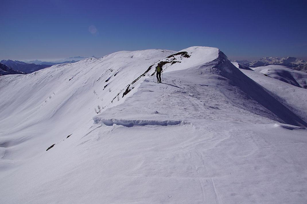 Aussichtsreiche Kammwanderung (rechts im Bild ist der flache Tolzer zu sehen).