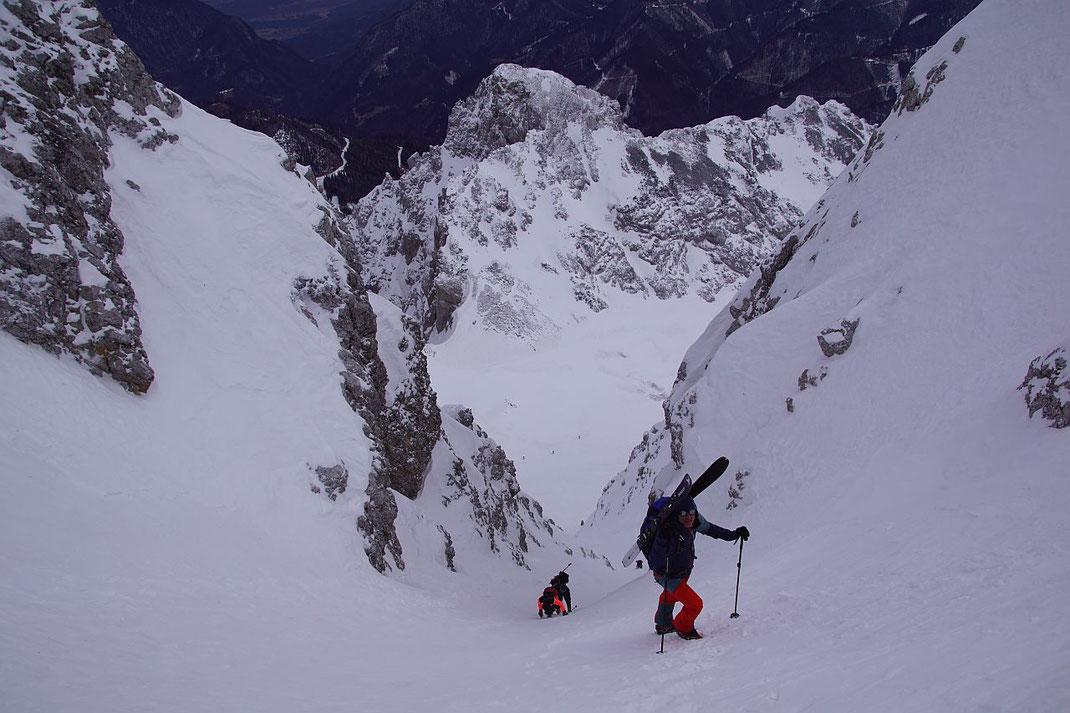 Knapp nach der steilsten Stelle (über 45°) im südlichen Ast der Y-Rinne