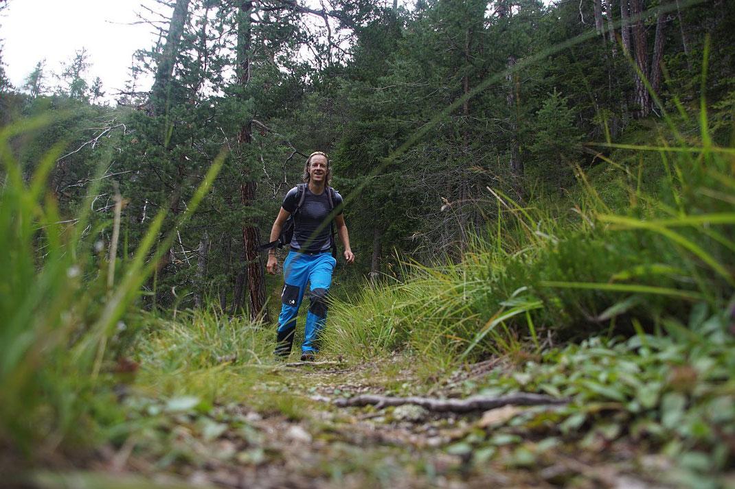 Weiter unten wandert man auf einem alten aber recht gemütlichen Bergwerkssteig