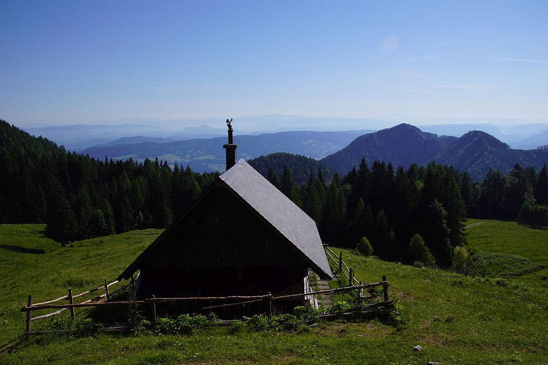 Herrlicher Blick von der Quadiaalm nach Nordosten ins Klagenfurter Becken