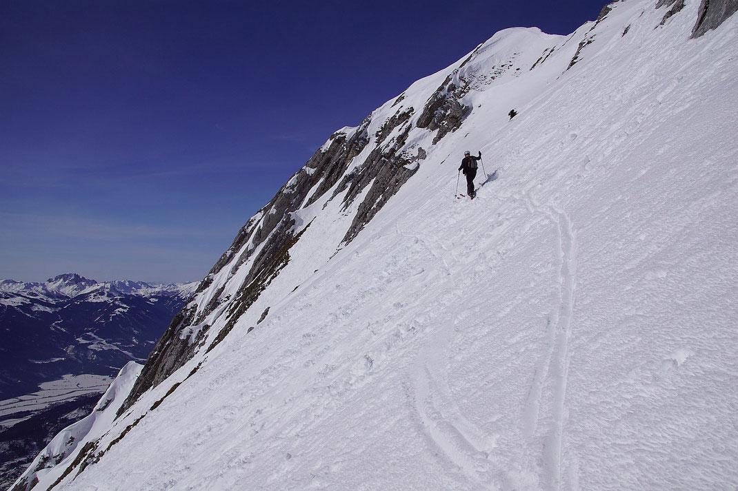 Schon knapp über der Steilstufe in 1900m Seehöhe, der Gipfelgrat ist nicht mehr weit