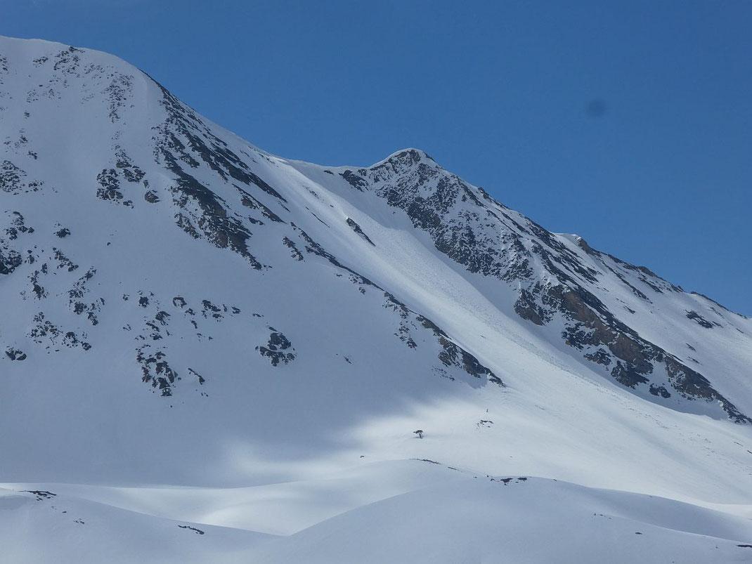 Die Steilflanke nach Westen, aufgenommen knapp nordwestlich vom Pfandlschartensee