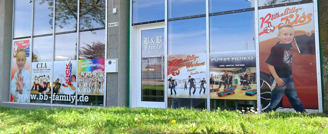 Schaufensterbeschriftung mit Digitaldruck B&B Martial Arts Schwäbisch Hall Rundumwerbung Andreas Trump Crailsheim