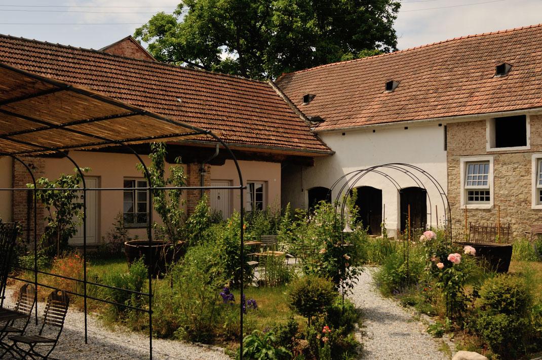 """Der """"Dorfplatz"""", für Siesta und Plaudereien..."""