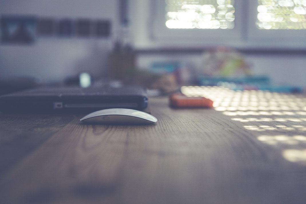 オシャレな写真パソコンとマウス