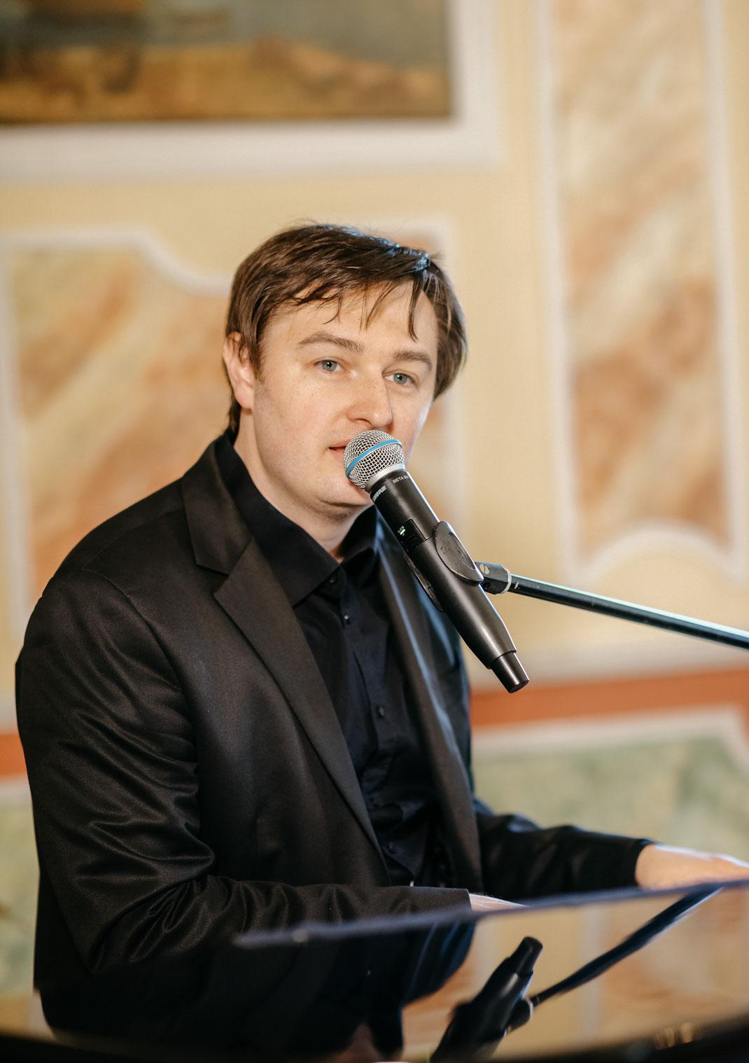 Pianist und Sänger