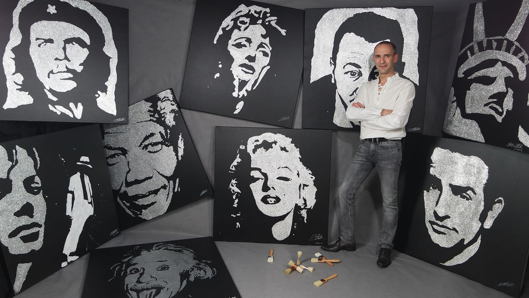 Le peintre erik black painting avec plusieurs tableaux paillettes de célébrités