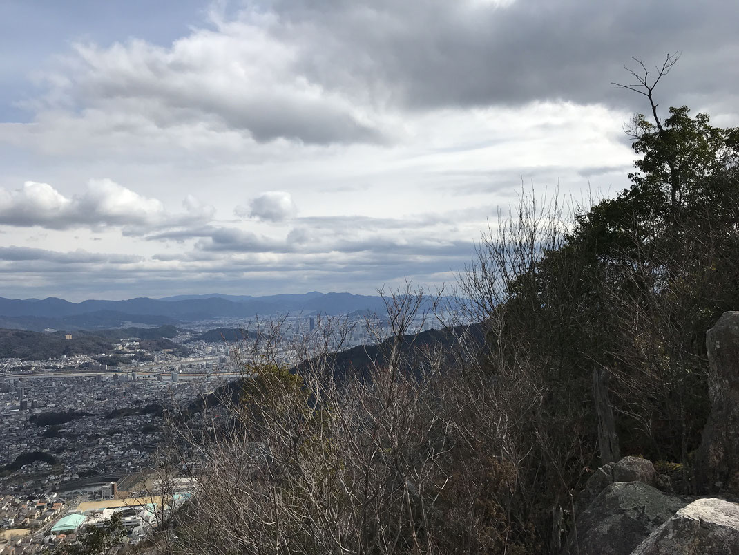 石山山頂景色広島駅方面
