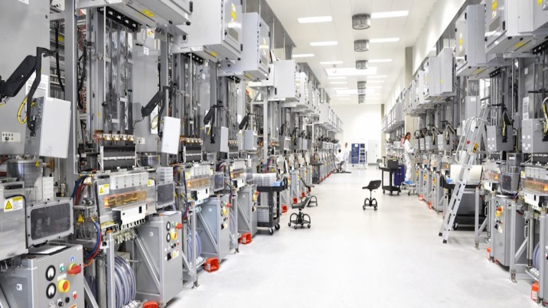Suelos y pavimentos industriales de resinas continuos en Barcelona antideslizantes y homologados a normativa vigente