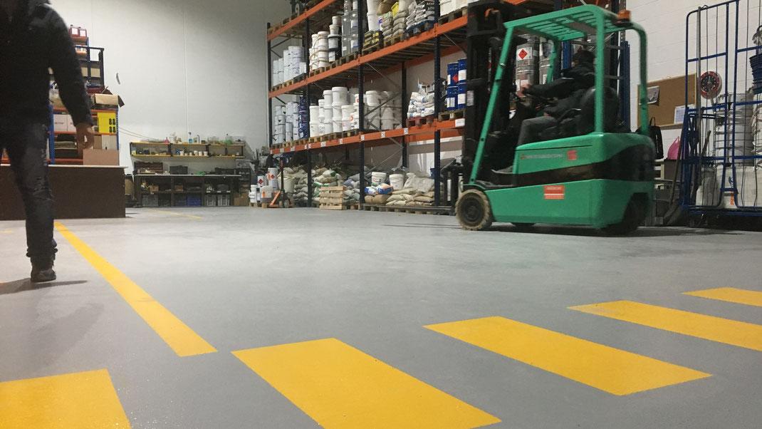 suelos de resina aptos para el paso de carretillas elevadoras en la empresa