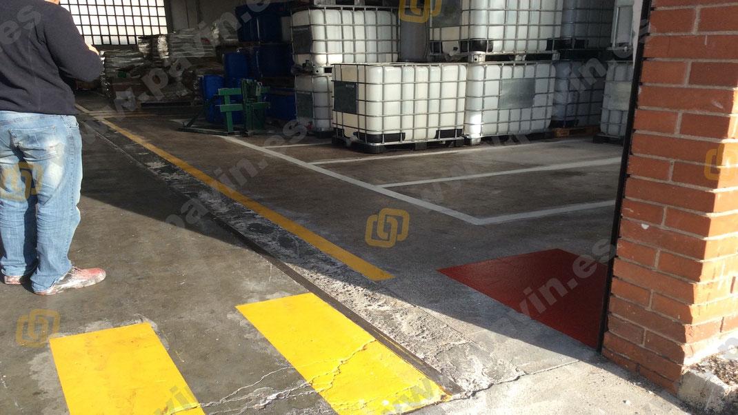 La importancia de señalizar bien todas las zonas de acopio de materiales peligrosos para el trabajador