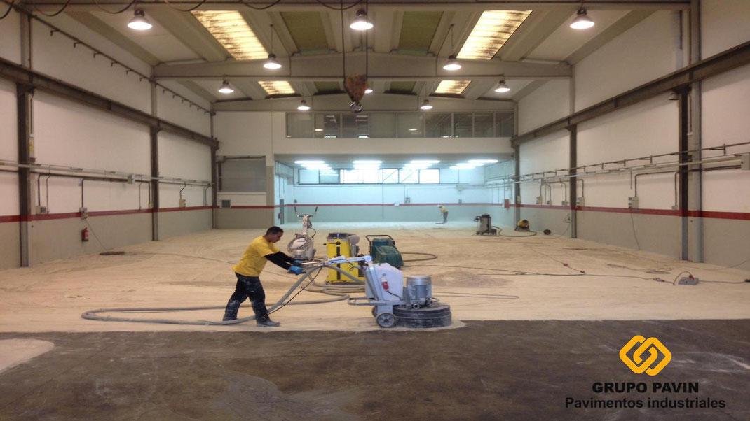 Volvemos a los suelos y pavimentos industriales continuos de resinas