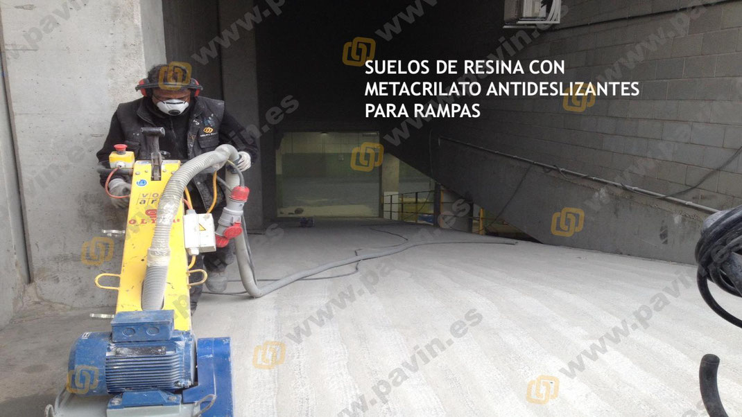 GRUPO PAVIN | Pavimentos industriales - Tratamiento antideslizante para una rampa de acceso en una nave industrial