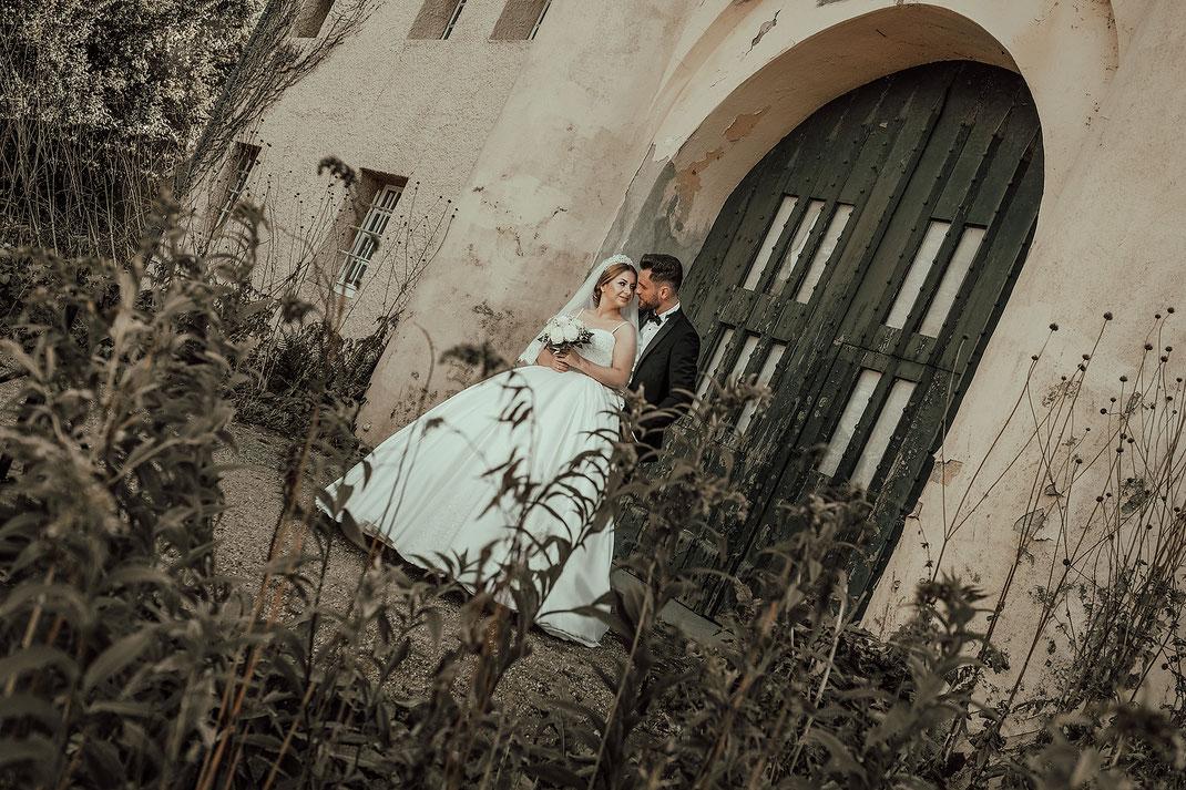 Hochzeitsfotograf Duisburg an der Burg Linn in Krefeld