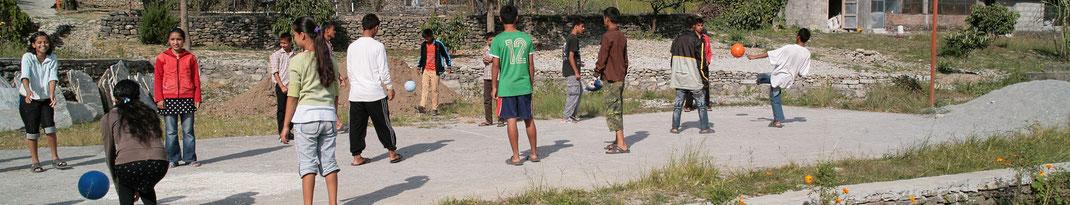 Spendenübergabe-Juergen-Sedlmayr-Nepal86