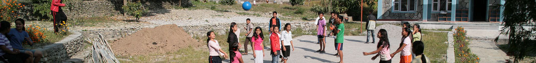 Spendenübergabe-Hilfsprojekte-Juergen-Sedlmayr-Nepal58