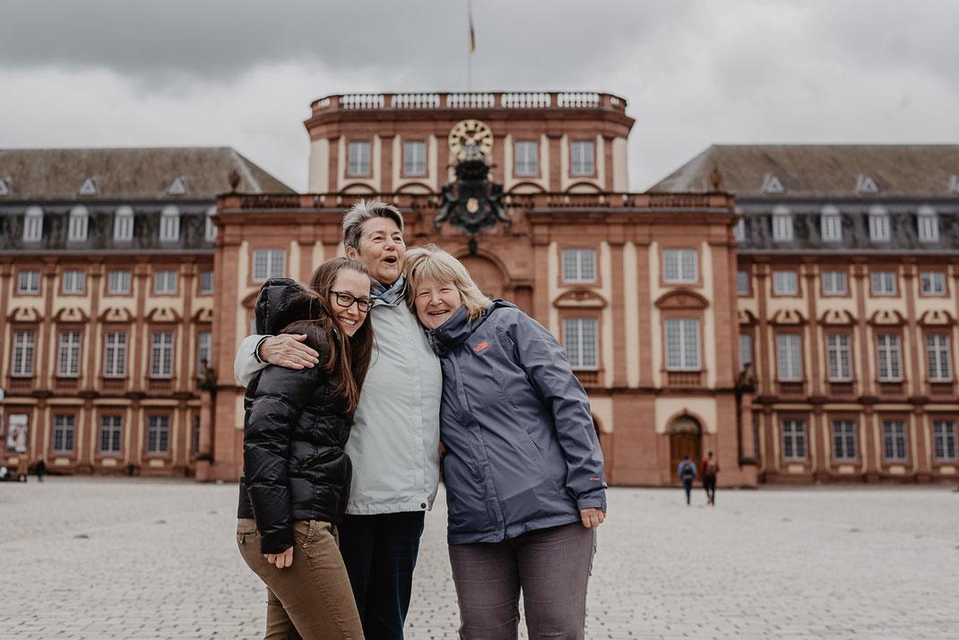 Familienportrait beim Barockschloss Mannheim by Sebastian Pintea
