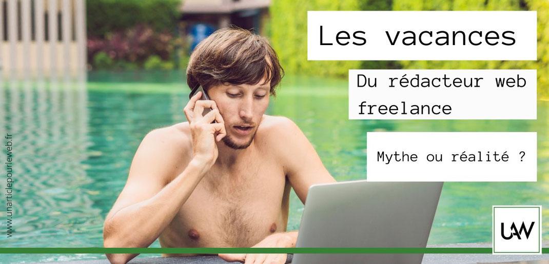 Les vacances du rédacteur web freelance ordinateur et piscine