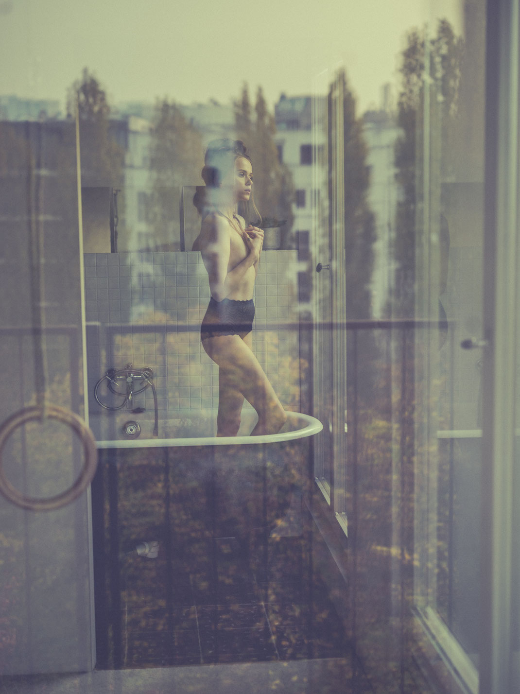 Girl behind Glass - Sura - Thomas Freyer