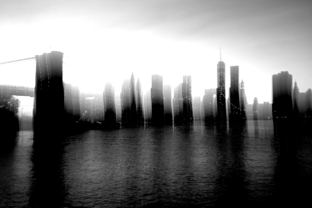 Skyline Brooklyn Bridge - New York City - USA