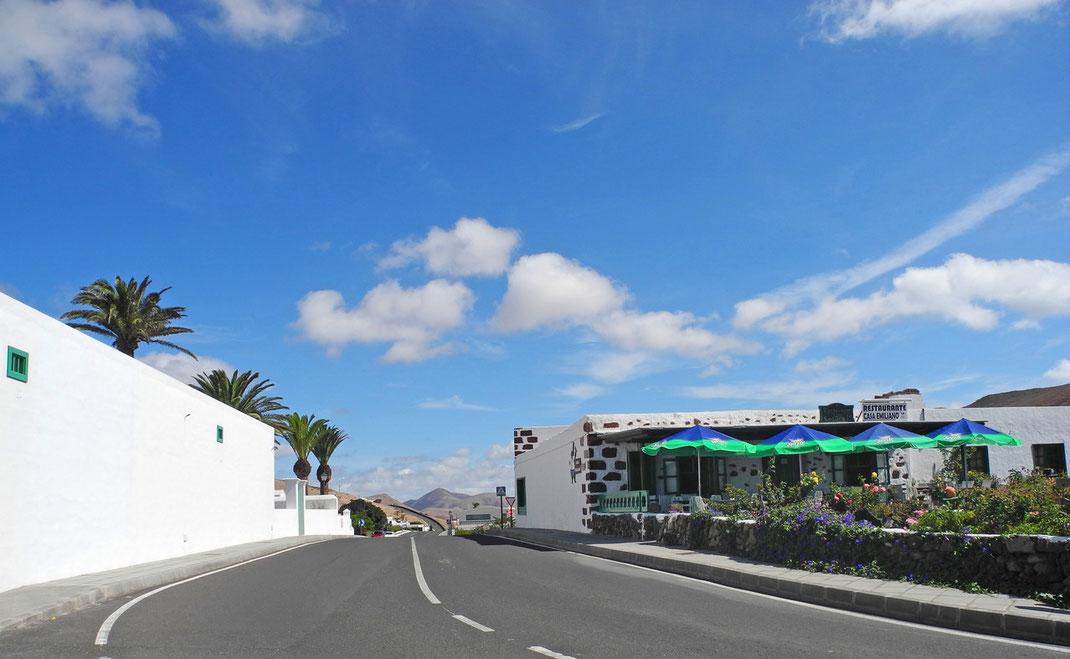 """""""Casa Emiliano"""" - Kanarisches Restaurante, unmittelbar an der Ortseinfahrt rechts, von Playa Blanca kommend."""