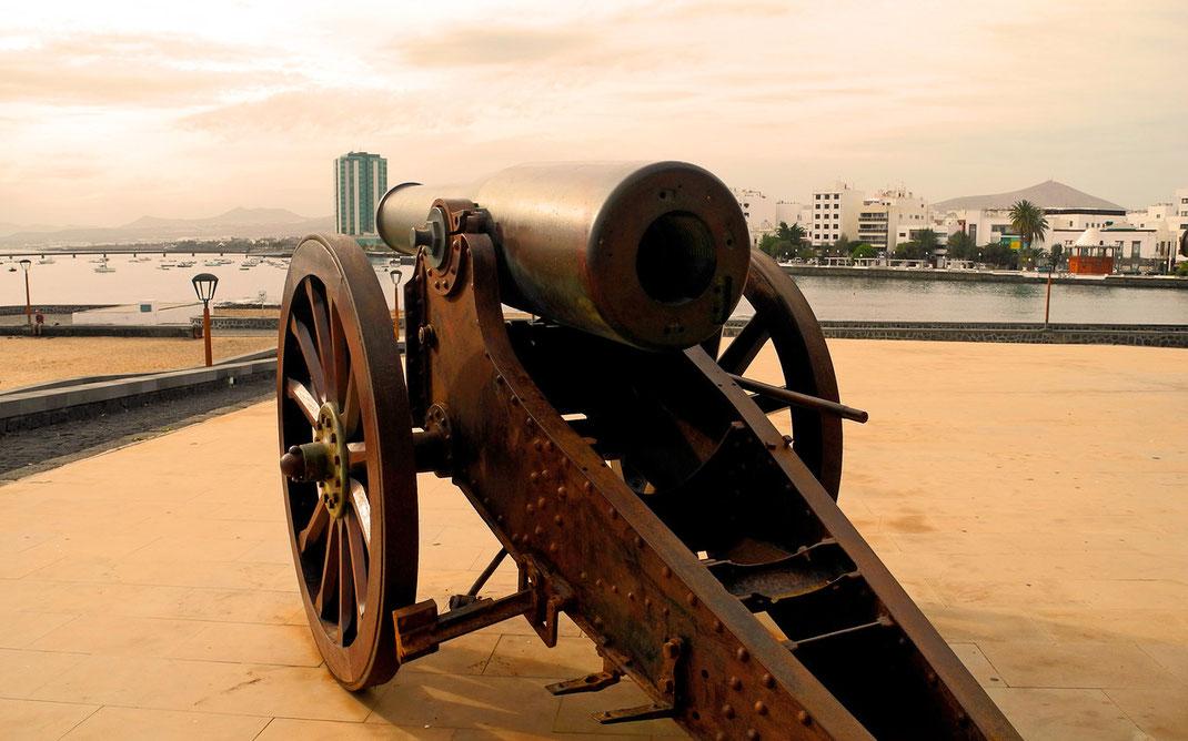 Museo de Historia de Arrecife - im Hintergrund links das Arrecife Gran Hotel
