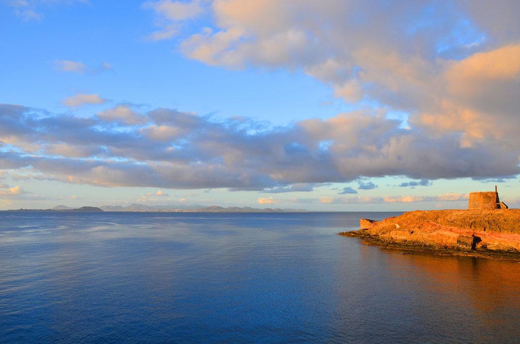 Playa Blanca, Frühmorgenstimmung am Castillo de las Coloradas