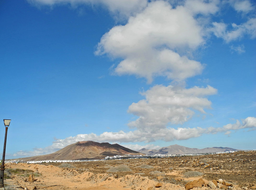 5.10. - Blick vom Faro de Pechiguera auf den Montaña Roja -