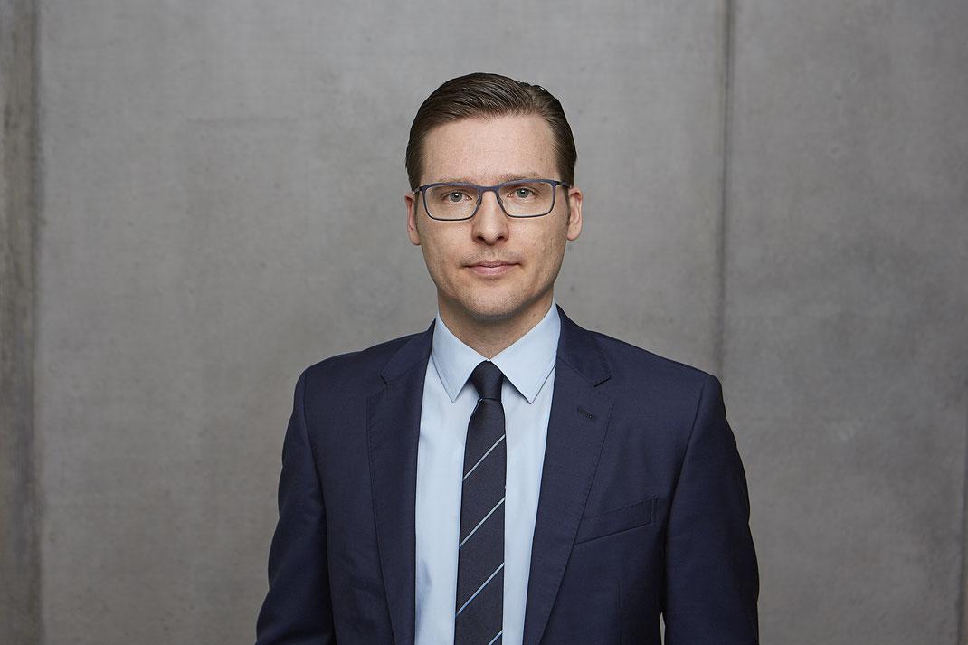Das Team von Patientenanwalt Michael Graf aus Freiburg hilft bei Patientenschutz und Versicherungsrecht.