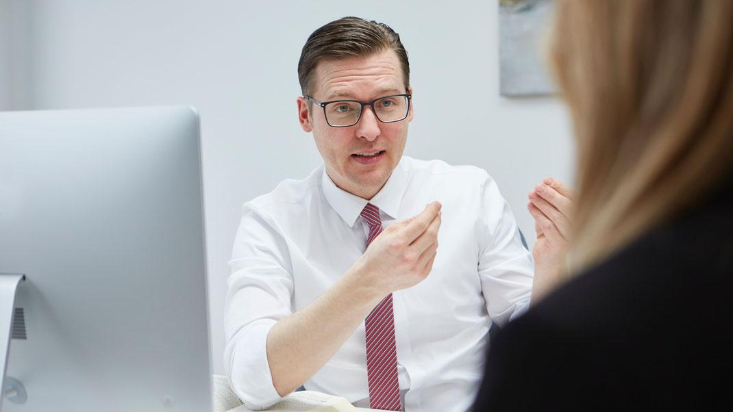Fachanwalt Michael Graf hilft Patienten bei Fragen zu Corona und Covid-19.