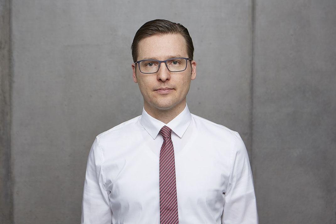 Das Team von Patientenanwalt Michael Graf aus Freiburg hilft bei Geburtsschaden und Versicherungsrecht.