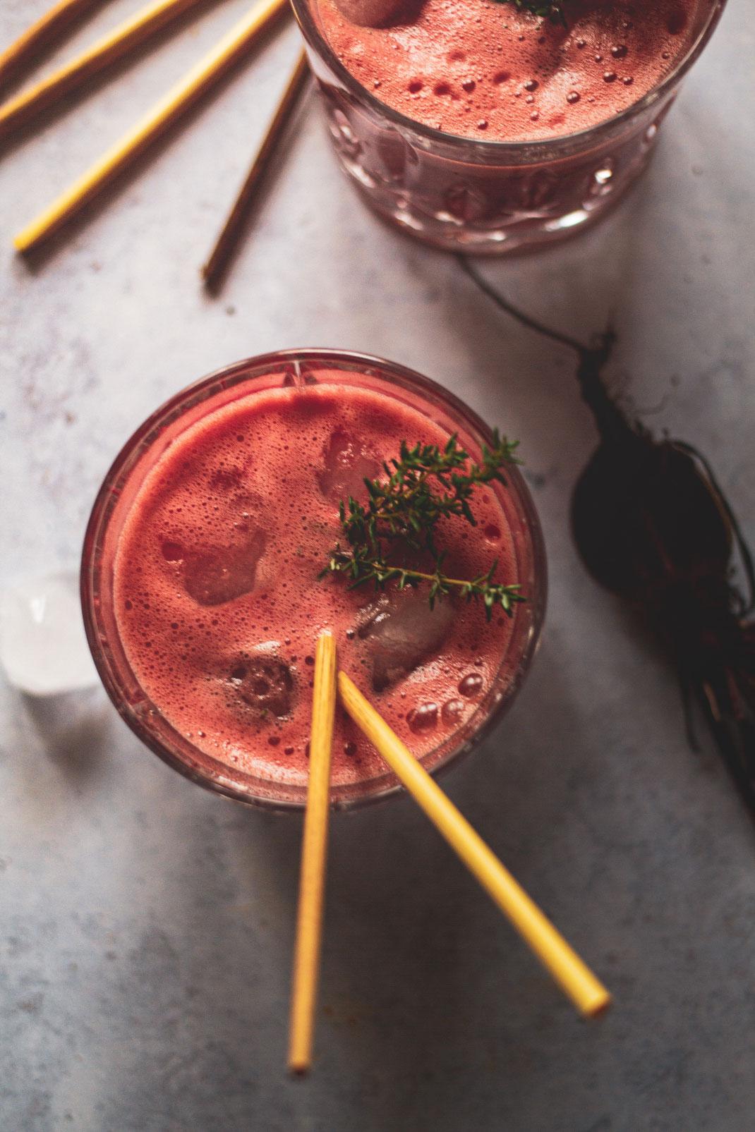 Rote Beete Drink mit Gin - Botanical Cocktail