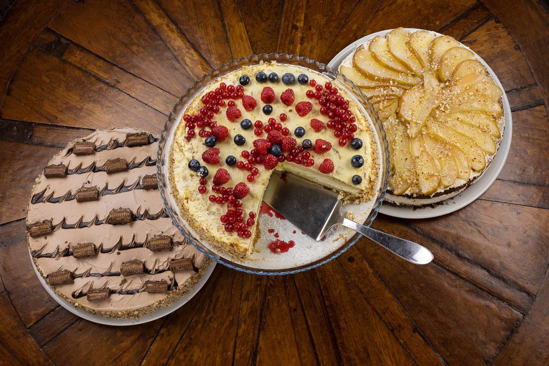 Agriturismo Il Picchio, tris di torte - dolci fatti in casa - foto Alessio Buldrin