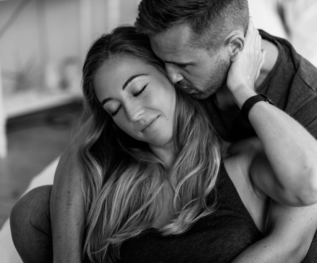 intimate, elopementphotography, hochzeitsfotograf, belovedstories, belovedone, youandme, couple, love, reallove, couplesession, sabinelangefotografie, homestory, liebe, portrait