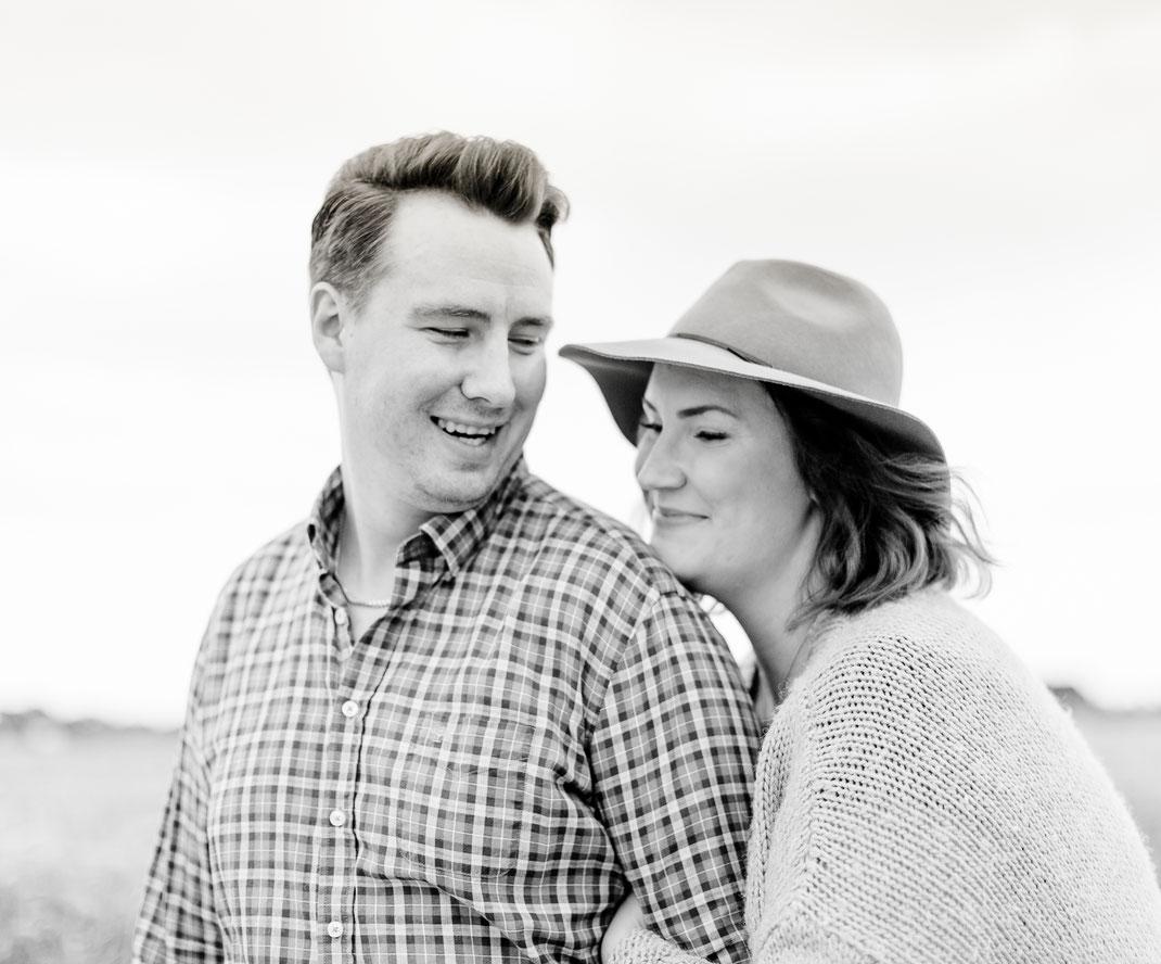 couple, belovedstories, fotograf, hochzeitsfotograf, hochzeithamburg, hochzeitoldenburg, hochzeit bremen, barnwedding, scheunenhochzeit, strandhochzeit, beachwedding, countrywedding, bohowedding, love, paarshooting, portrait, sabinelangefotografie