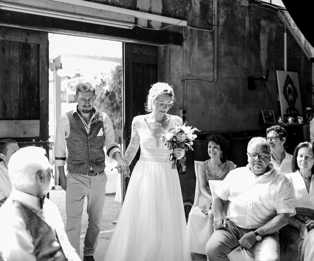 inselhochzeit, HochzeitOldenburg, HochzeitBremen, SabineLange, HochzeitNordsee, HochzeitOstsee, HochzeitFehmarn, HochzeitNorderney, Brautportrait, Strandhochzeit, beachwedding, jüdischeHochzeit, smashingtheglas, ziegeleitwistringen