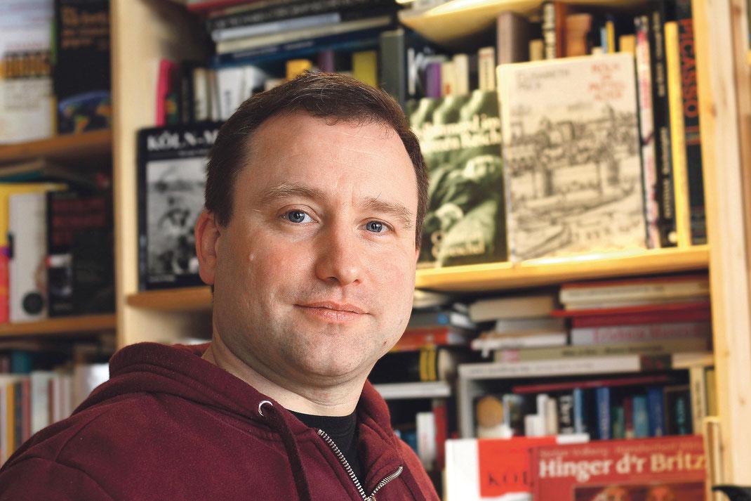 Tom Laroche in seinem Ladenlokal auf der Buchheimer Straße. Foto: Raven Rusch