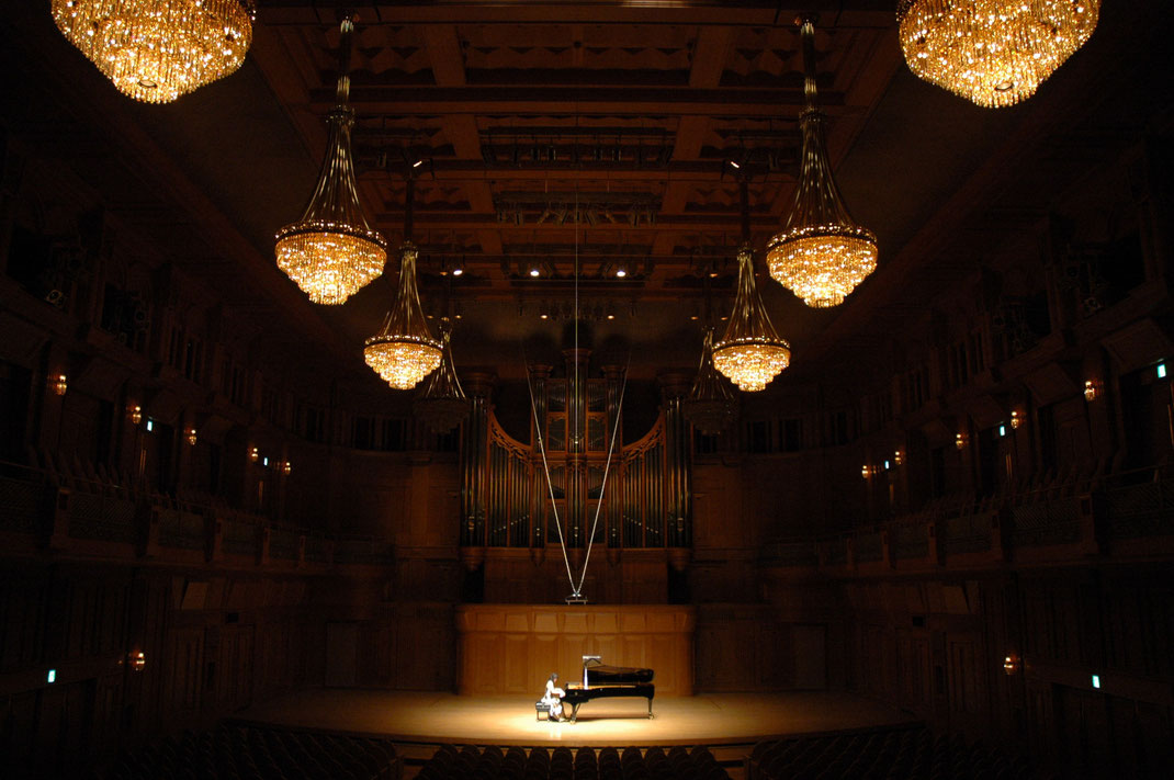 Eri Mantani Piano Recital at the Izumi Hall, Osaka (2009)